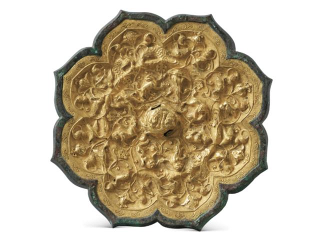 金背瑞兽葡萄镜,唐,直径 19.7 厘米,2002 年西安市灞桥区马家沟村出土,西安博物院藏