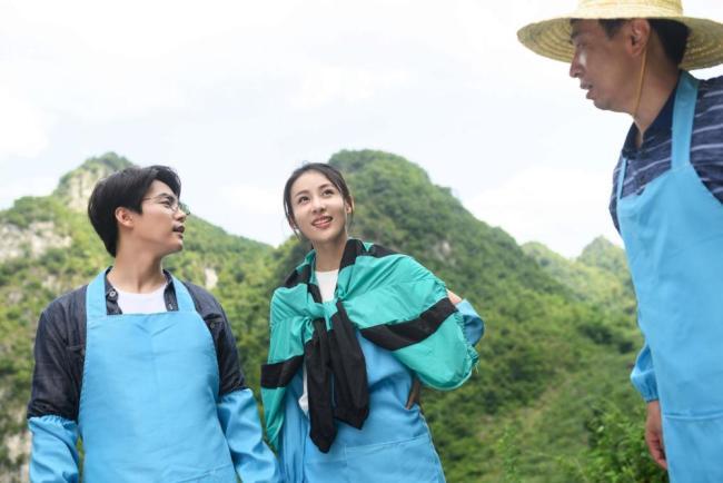 贾青主演时代报告剧《石头开花》播出 多部作品上线