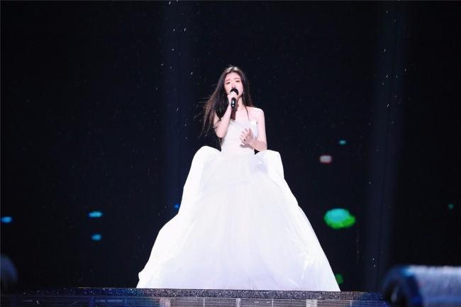 单依纯献唱《一秒钟》推广曲 写一封《给电影人的情书》