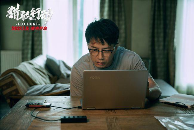 """《猎狐行动》""""各怀心事""""版海报 梁朝伟段奕宏全面开战"""