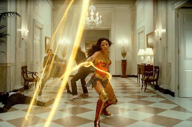 《神奇女侠1984》神力新时代版预告 震撼视觉体验共同告别2020