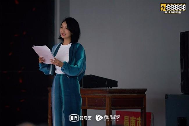 《哈哈哈哈哈》陶虹加入旅行团 邓超灯泡厂打工被认成网红?