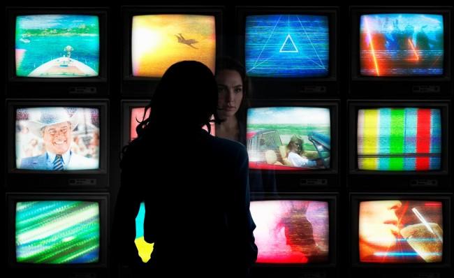打破超级英雄电影套路《神奇女侠1984》聚焦爱与人性展现希望