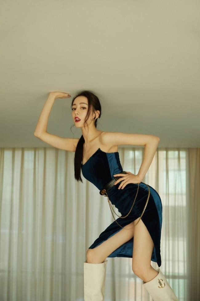 热巴穿开衩裙秀身材 扭成S型被吐槽用力过猛