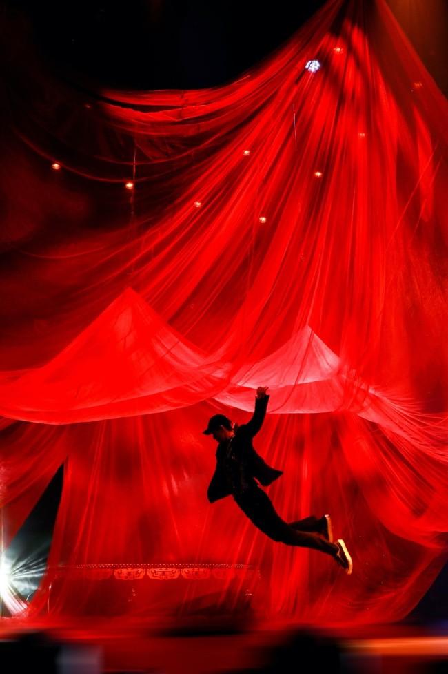 """张艺兴《舞蹈风暴》收官 《夸父逐日》舞台被赞""""艺术品"""""""
