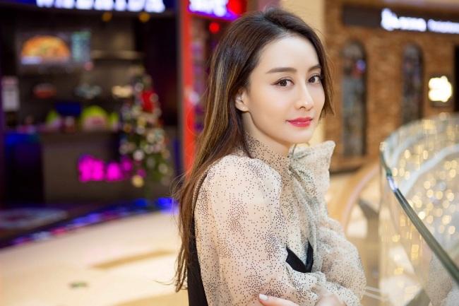 陈德容受邀参加采访 时尚大片演绎独立女性别样魅力