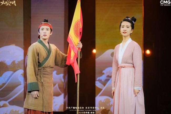 《衣尚中国》第九期:曹骏清装引追忆 邹市明冠军战袍藏玄机