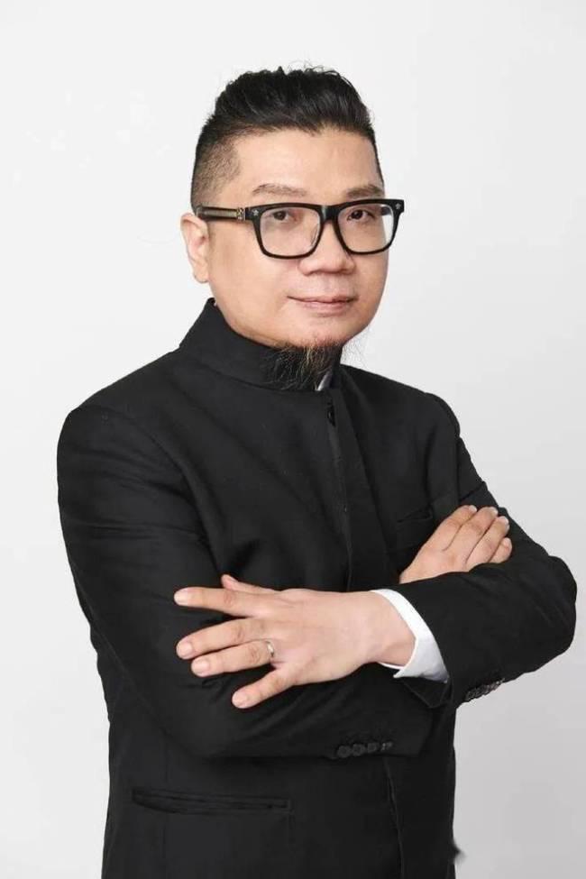 52岁电影人程青松宣布脱单 男友未满19岁刚上大一
