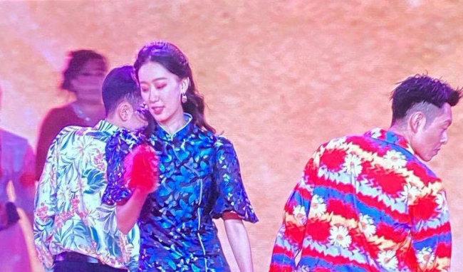 北京台春晚路透:贾玲携《你好,李焕英》剧组集体亮相
