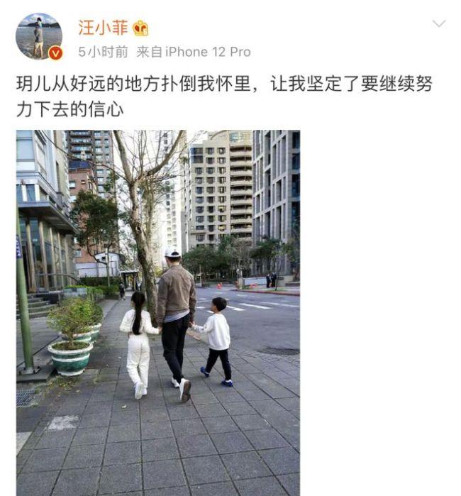 汪小菲手牵儿女幸福逛街 7岁女儿身材高挑神似大S