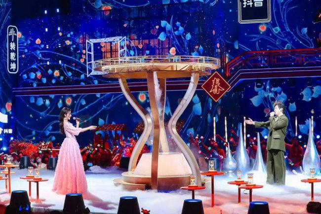 伊丽媛沈腾加盟2021北京卫视春晚 跨界CP热点话题引流量