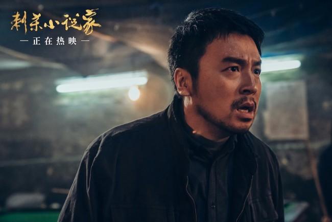 《刺杀小说家》破8亿!曝主题曲《平行世界》父女情版MV
