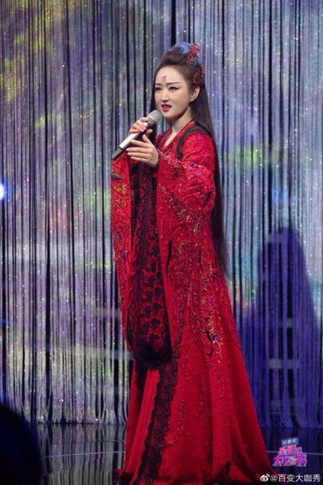 杨钰莹惊喜亮相《百变大咖秀》揭秘节目口号来源