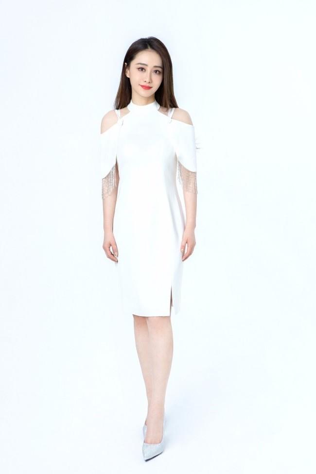 陈德容大片又美又仙 白色穿搭尽显优雅女神范儿