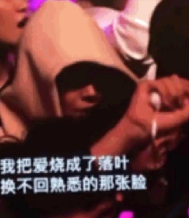 白敬亭马思纯疑同看周杰伦演唱会 见镜头慌忙低头