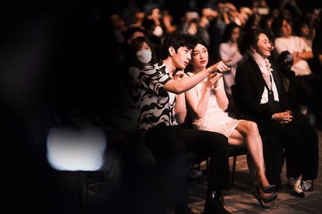 周迅出席FIRST青年电影展发布会 任市场终审评委