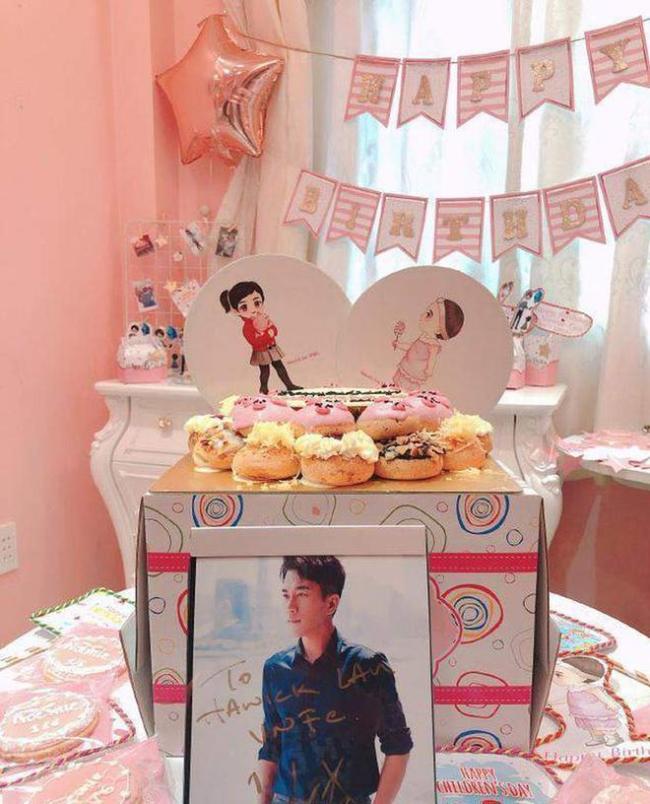 杨幂女儿7岁生日派对照曝光 父女卡通立牌好梦幻