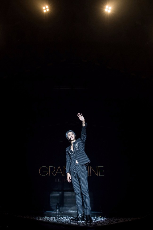 张艺兴大航海巡回演唱会两周年 晒照纪念