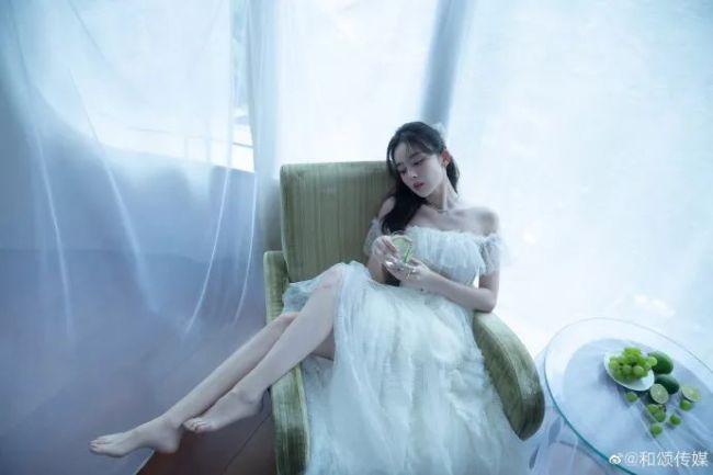 29岁古力娜扎白嫩美腿撩人 异域风情太甜美