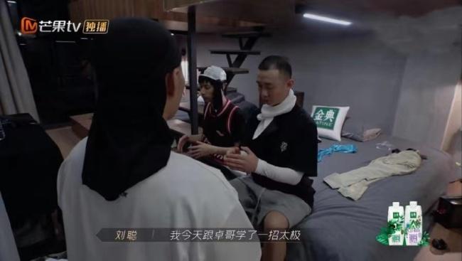 """《披荆斩棘的哥哥》赵文卓送GAI双手剑 网传""""哈人克星""""原来最欣赏哈人"""