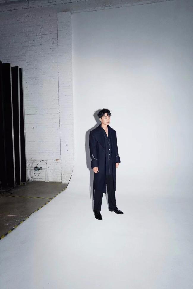 黄轩登上《GQ智族》2021年度人物 追寻本心