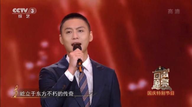 《回声嘹亮》侯京健讲述对祖国最真挚的爱 演唱《光荣与梦想》主题曲