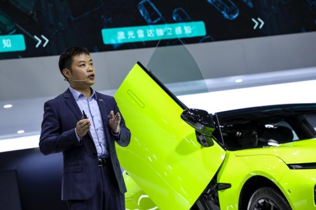 小鹏汽车发布P7鹏翼版 专属超闪绿外观涂装