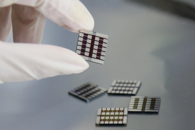"""钙钛矿光伏电池新方向:""""吃点辣""""可同时提高效率和稳定性"""