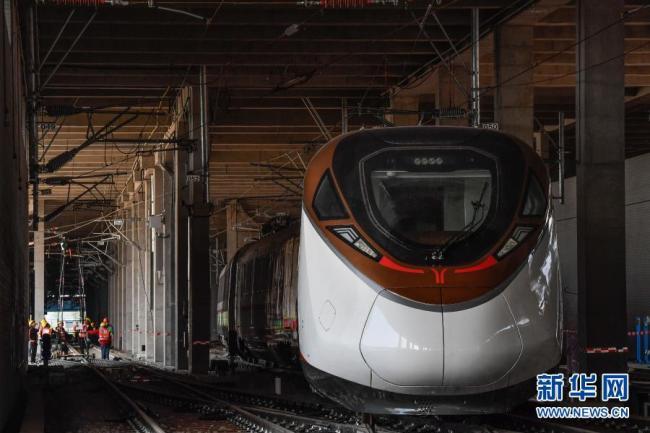 """粤港澳大湾区首列时速160公里地铁列车成功""""安家"""" 客量比城际列车多20%"""