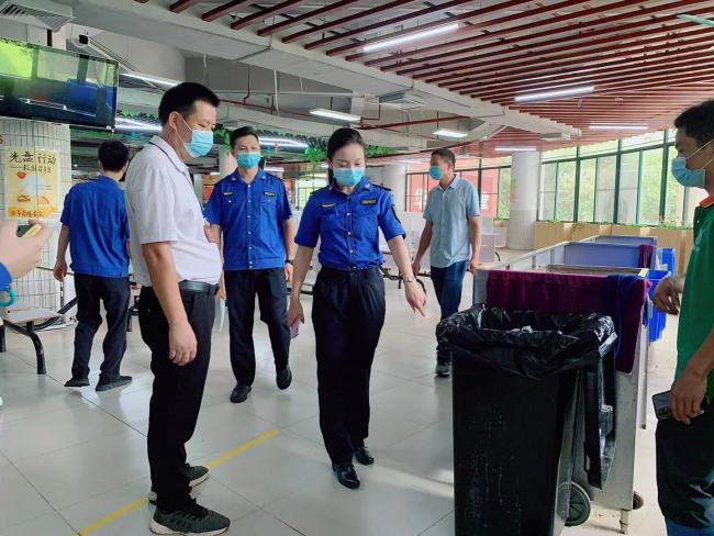 广州增城垃圾分类执法进高校 营造干净整洁校园生活环境