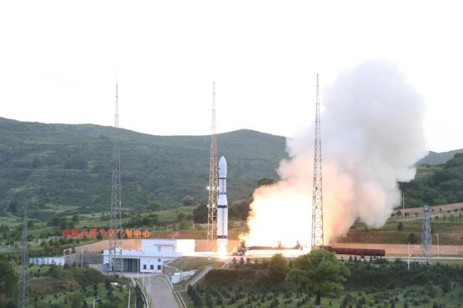 中国成功发射多媒体贝塔试验A/B卫星