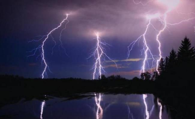 """古时候没有电,为什么我们的古人却造了""""电""""字?"""