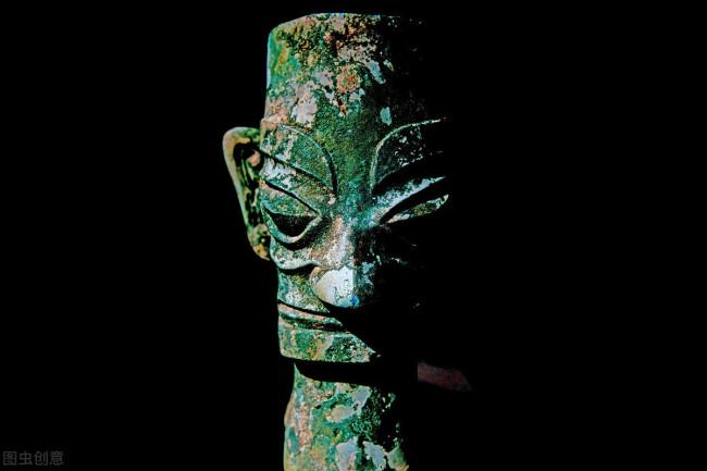三星堆里青铜立人像代表古蜀王还是奴隶?这一点就能判断