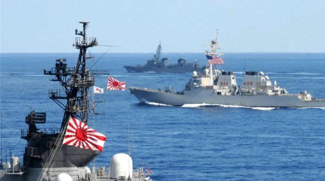"""目前,日本政府已将自己的将来,牢牢绑在美国的""""战车""""之上,其未来动向值得亚洲各国警惕!"""