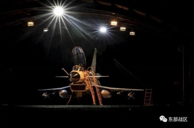海军航空兵 下半夜和拂晓飞行训练画面来了!