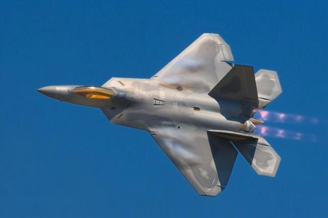 给自己打气?美媒:歼-20性能未必比F-22好
