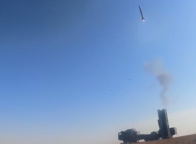 解放军极端条件下测试新装防空系统 可能是红旗9B