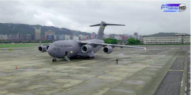 今早,他们坐军用运输机到了台湾省!