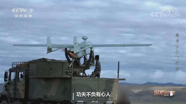 """解放军""""最强卡车炮"""" 首次在大雾中间接射击"""