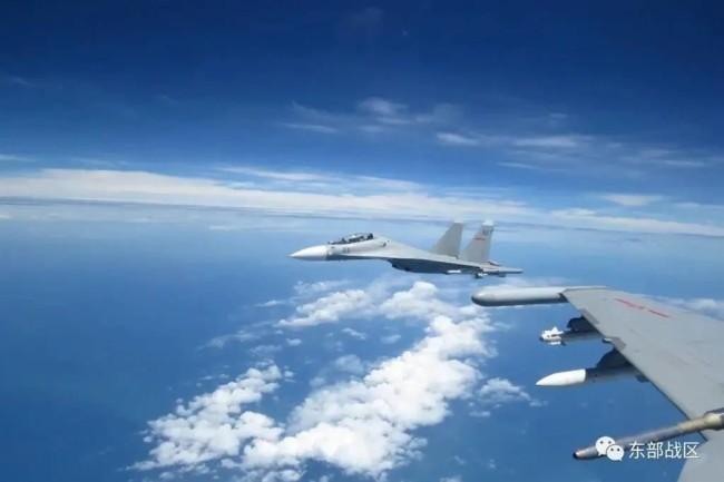 东部战区海军航空兵与数倍于我的外机对峙近1小时