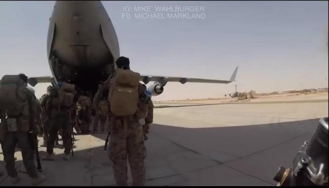 美国海军陆战队员公开喀布尔仓促撤离8分钟视频