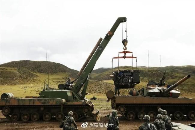 15式坦克同型抢修车首次曝光!