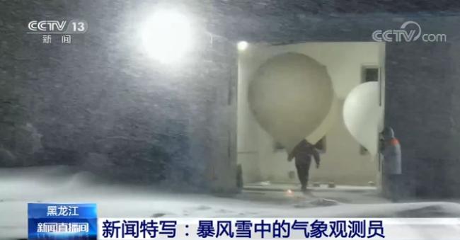 最低-52.3℃!极寒天气依然坚守 暴风雪中穿梭如常