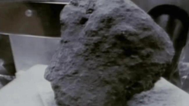 """""""嫦五""""择机着陆月球!着陆区人类探测器从未到达……"""