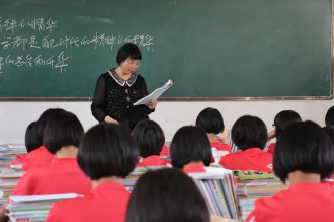 感天动地!传奇校长张桂梅和1804个女孩的故事