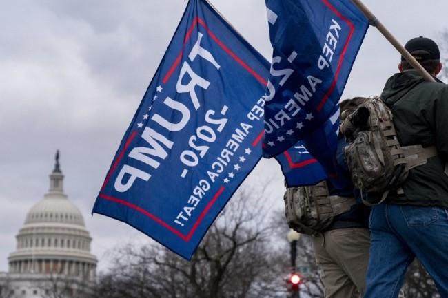 特朗普支持者闯进国会大厦 国会大厦成流血的战场!
