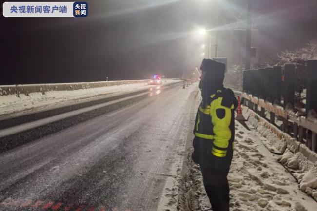 G5京昆高速雅西段部分路段因降雪路面结冰管制