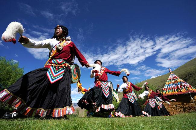 """数说宝""""藏""""丨欢乐!西藏近10万文艺大军活跃在藏乡各地"""