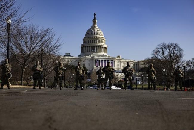 """美国华盛顿特区再增兵5千 """"场面如同内战"""""""