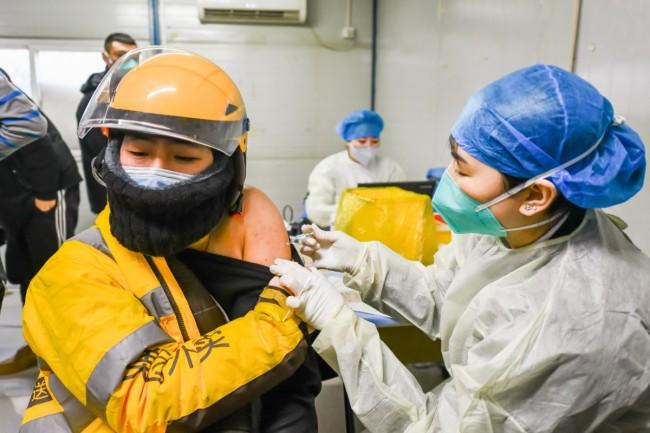 8万快递、外卖小哥明天前完成接种!北京超170万人接种新冠疫苗